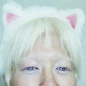アルビノ粕谷幸司のネコ耳