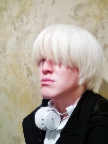 アルビノ 白い髪