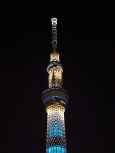 夜の東京スカイツリーの上の方