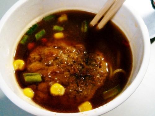 日清GooTa デミハンバーグ麺