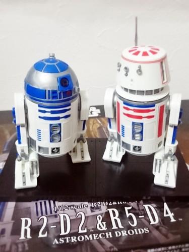R2-D2_R5-D4