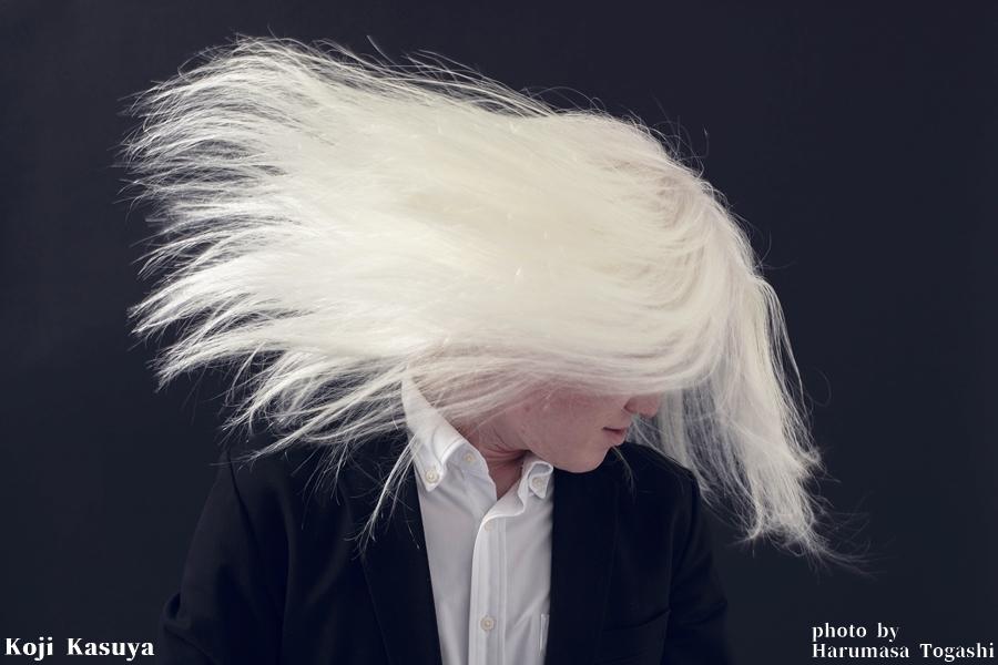 アルビノの白い長い髪は正直とてもキレイで好き